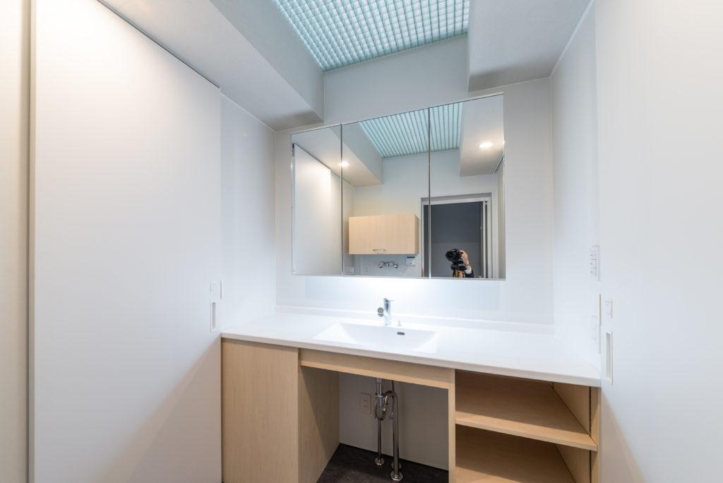 FRPグレーチング天井の洗面