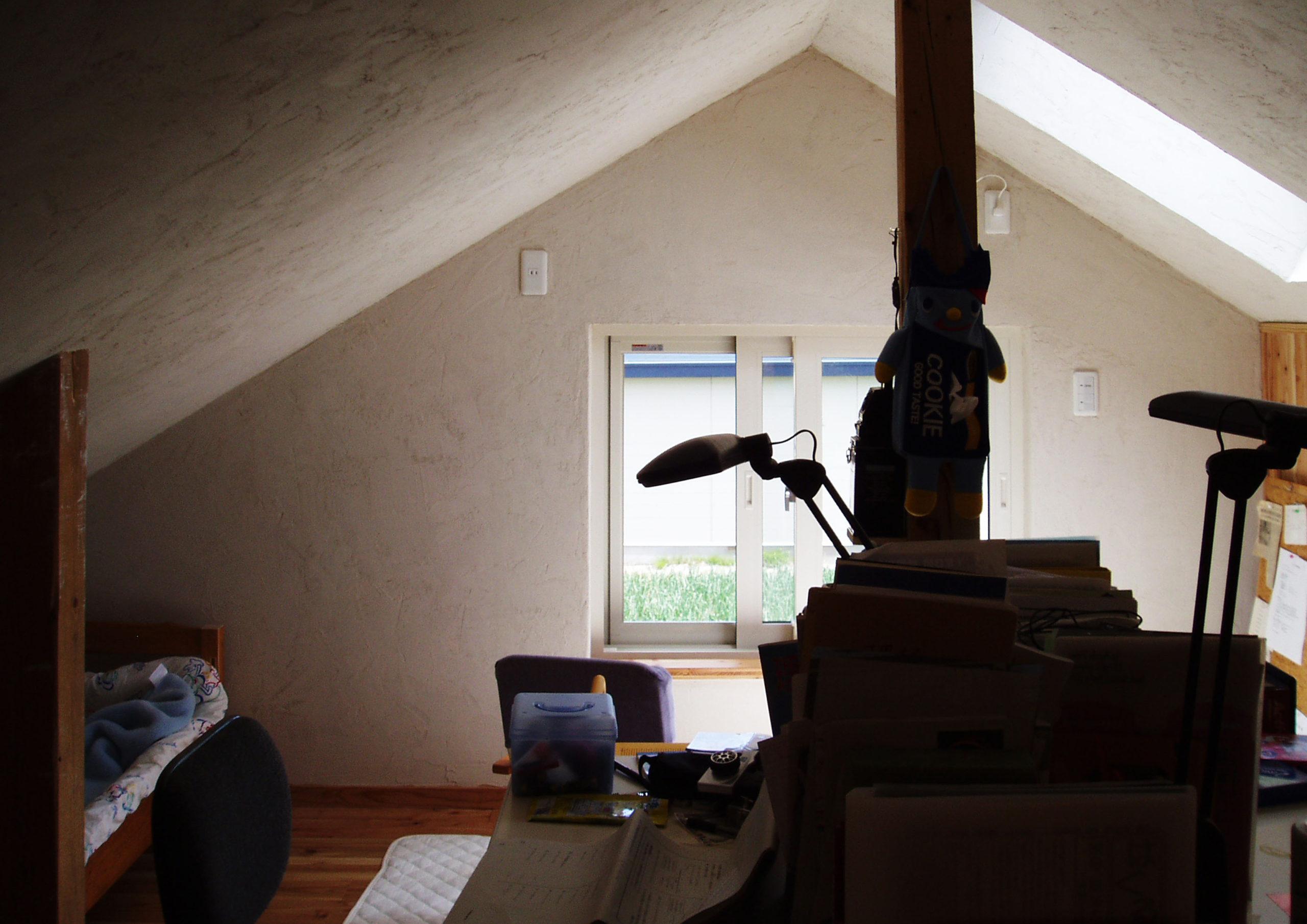 勾配天井三角屋根の家